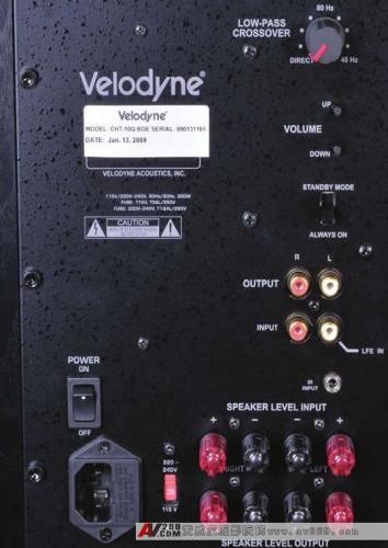 """遥控器上的其他特色功能还有控制开关低音炮显示屏的""""light""""按键和"""
