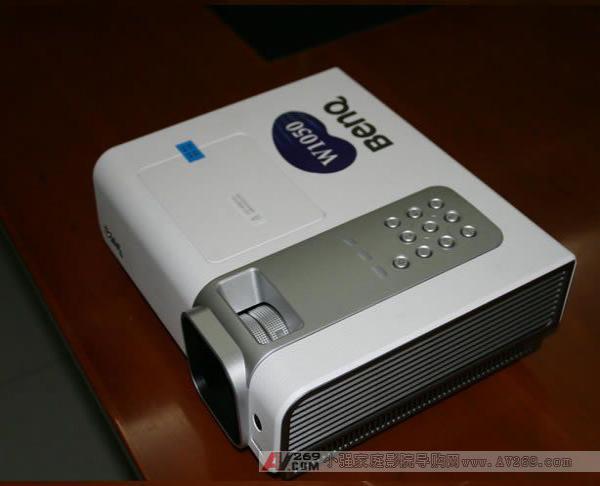 明基W1050家用投影机