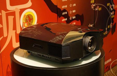 支持变形镜头功能 索尼VW85投影机破5万