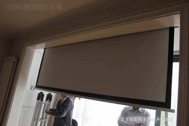 OS幕布挂于阳台之上