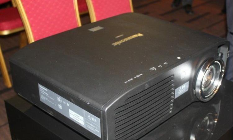 破天荒!松下首款家用3D投影机PT-HZ900C在大陆发布