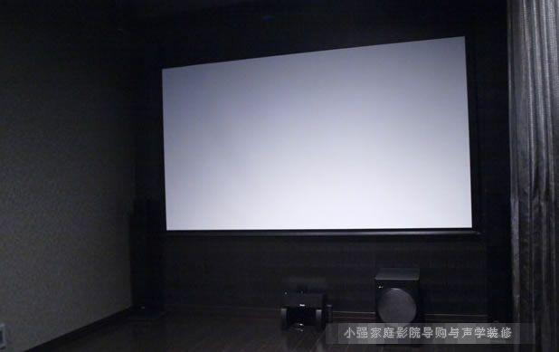 深色系影院菊地幕布JVC投影机和安桥影院系统