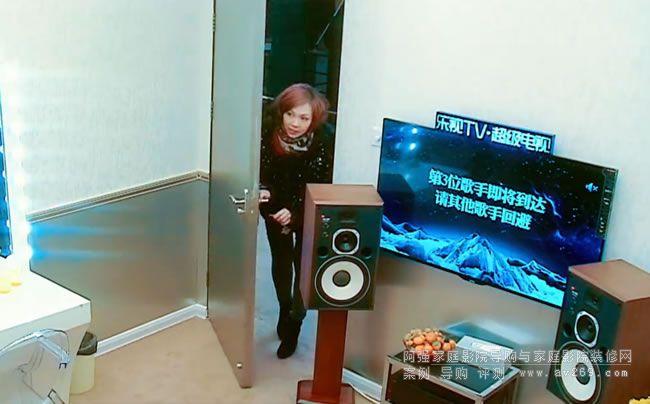 陈洁仪房间里的音箱JBL4307