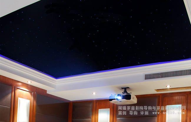 美丽的家庭影院星空顶和爱普生3D高清投影机