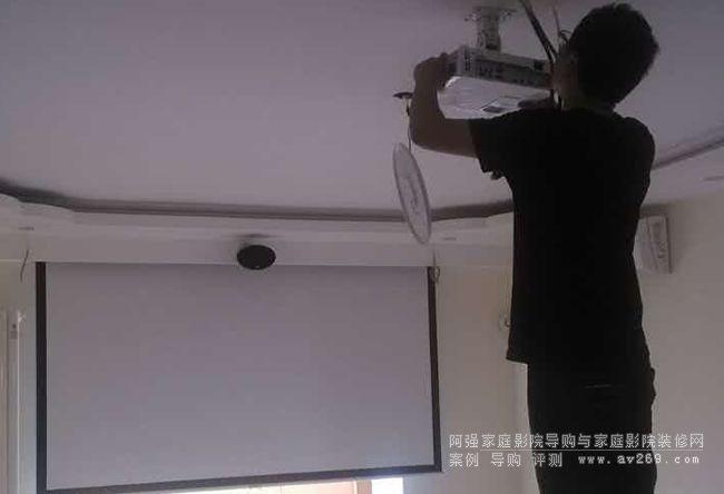 客厅吊装明基W1075高清投影机