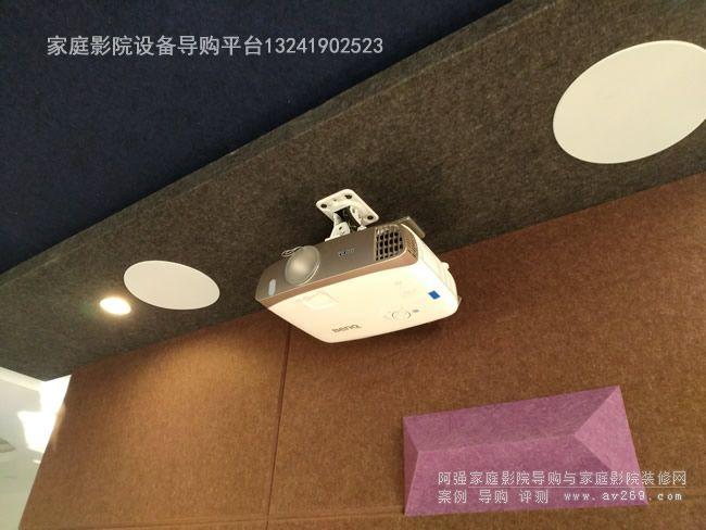 客厅影院里面的明基3D投影机