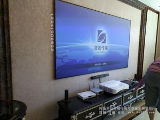 全国首款夏普激光电视LU300A真实用户客厅应用案例 投百寸抗光幕面上