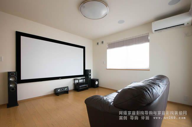 干净整齐的爱普生无线投影机组建的5.1.2多声道家庭影院