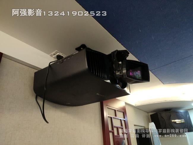 索尼VW558投影机和潘拿摩变形镜头