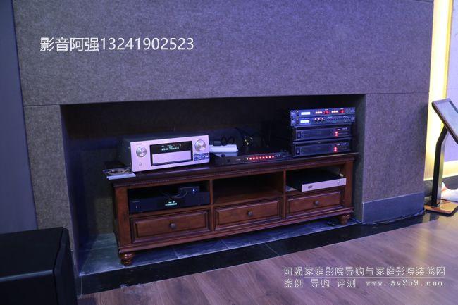 家庭影院系统中的设备柜