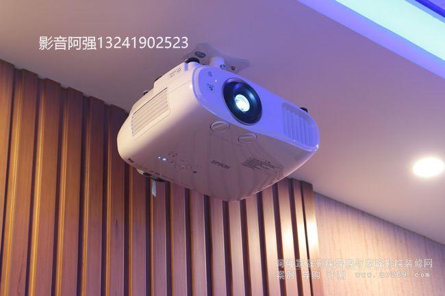 爱普生TZ1000高清投影机