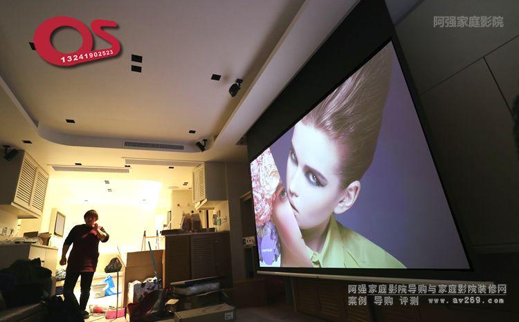 原装OS电动幕布在客厅影院空间