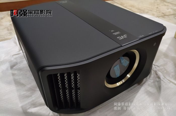 JVC DLA-N8BC 4K超高清投影机真机开箱应用案例