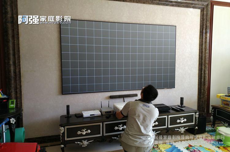 激光电视在客厅影院里面的应用
